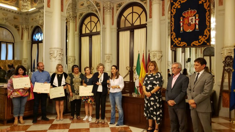 Docentes del programa de Administración de Empresas reciben reconocimientos en España